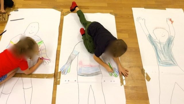 Herbstferien: Das bin ich in voller Größe – ich male meine Körper-Silhouette aus